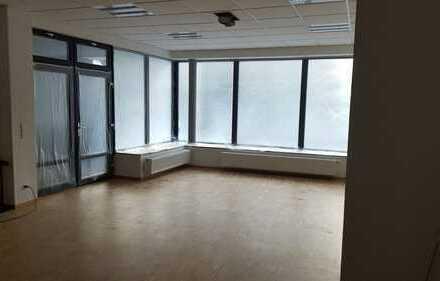Büro / Ladenfläche in bester Zentrumslage an der Hauptstrasse neu renoviert zu vermieten.