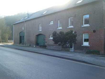 Alsdorf-Zopp, Haus im sanierten Bauernhof, Fußbodenheizung,Terrasse, integrierte Garage