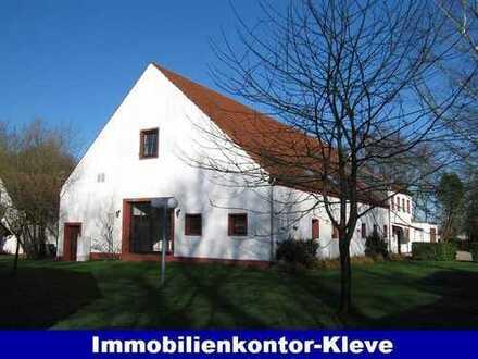 VOLLEXISTENZ Praxisgebäude für Krankengymnastik mit Praxis- und Sozialräumen sowie Therapiebecken