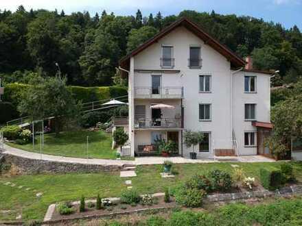 Großzügiges Mehr-Generationen Haus in sonniger Hanglage mit traumhaftem Blick bei Trostberg