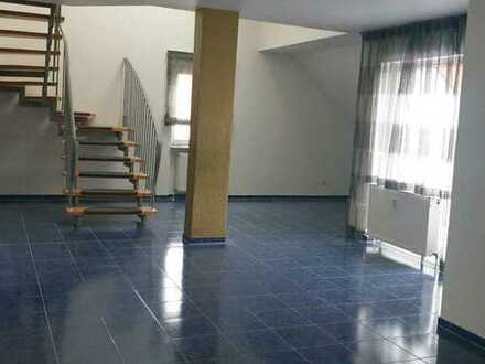 Geschmackvolle Maisonette-Wohnung mit fünf Zimmern sowie Balkon und EBK in Germersheim (Kreis)