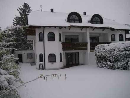 Großzügige, ruhig gelegene Doppelhaushälfte mit acht Zimmern in München Großhadern