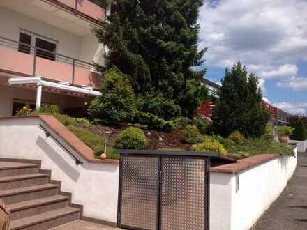 Sonnenverwöhnte 160qm Wohnung auf zwei Ebenen mit Terrasse, Balkon und kleinem Garten