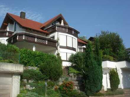 Exclusive 3,5-Zimmer-Hochparterre-Wohnung mit Balkon und EBK in Weissach-Flacht