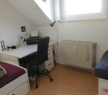 Schönes Zimmer in 2er-WG mit gemütlichem Wohnzimmer, gute Lage