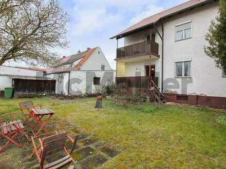 Viel Platz für die Neugestaltung: Großzügige DHH mit 2 Balkonen und großem Garten in Regensburg
