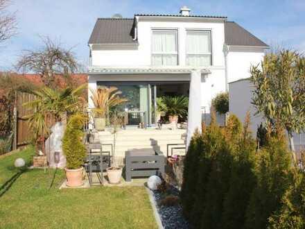 Hochwertiges, freistehendes Einfamilienhaus mit großer Garage und Garten in Kusterdingen