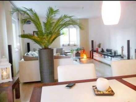 Modernisierte 2-Raum-Wohnung mit Balkon und EBK in Nürnberg-90408