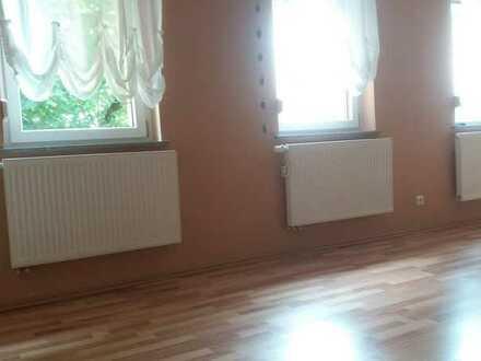 Gepflegte Wohnung mit drei Zimmern sowie Balkon und Einbauküche in Baden-Württemberg - Schönau