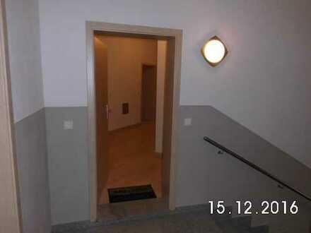 Helle und gut geschnittene 5-R-Wohnung mit FBH, Balkon und Gäste-Bad in Striesen