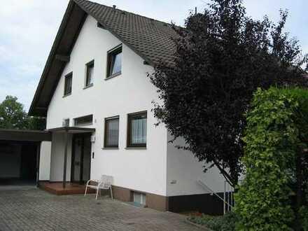 EG in 2 Fam. Haus mit Garten in ruhiger Lage