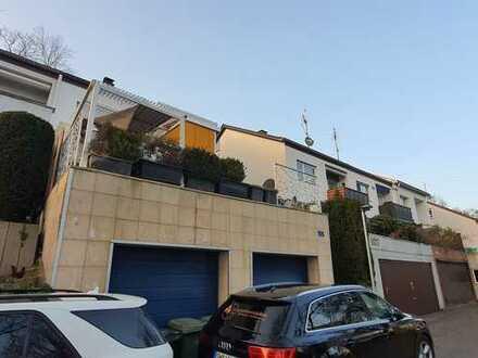 Doppelhaushälfte/ Einfamilienhaus in bester Lage mit Wintergarten/ Doppelgarage/ Einbauküche Garten