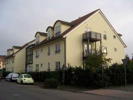 Holzhausen: 1-Zimmer-Dachgeschoss-Maisonette-Wohnung mit Galerie und Balkon zu vermieten