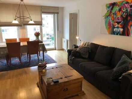 helles Zimmer in wunderschöner Wohnung mit großem Balkon, Top Lage und Anbindung