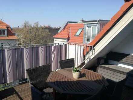 Stilvolle 3-Zimmer-DG-Wohnung mit Balkon und Einbauküche in Weißensee, Berlin