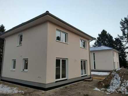 2 freistehende Stadthäuser auf je 700 qm Grundstück
