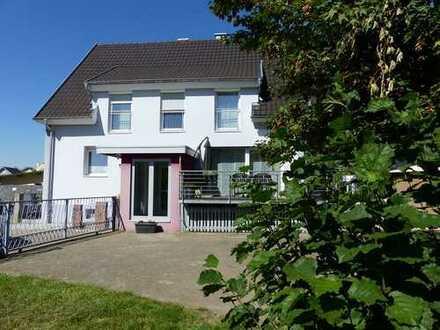 Direkte Elzlage: Im Jahr 2008 saniertes Wohnhaus mit großem Grundstück in ruhiger Lage von Kappel