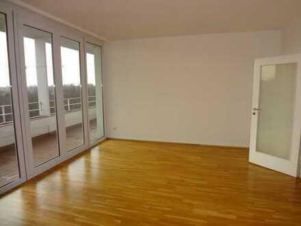 Stilvolle, modernisierte 2-Zimmer-Wohnung mit Balkon und EBK in Düsseldorf