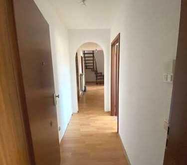 *Große 5 Zi.-Wohnung mit sehr schöner Terrasse zu vermieten*