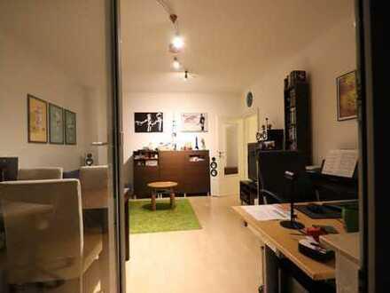 ***KLINIKVIERTEL- Gepflegte Wohnung mit, Laminat, Fliesen, Tageslichtbad, Balkon - EBK möglich***