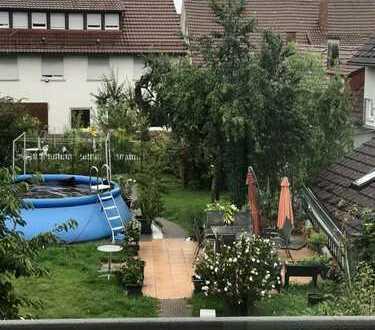 Helle , modernisierte 4-Zimmer-DG-Wohnung mit Einbauküche in Stuttgart