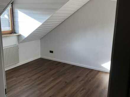 Sanierte 3-Raum-Dachgeschosswohnung mit Balkon und Einbauküche in Ansbach