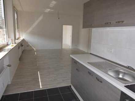 Ideal für Pendler. 2-Zi.Whg., Küche inkl. EBK, Duschbad m.F., Stellplatz, Terrasse Allgemeinnutzung.
