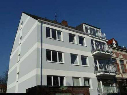 Helle 2,5-Zimmer Dachgeschoss-Wohnung mit Balkon im Viertel