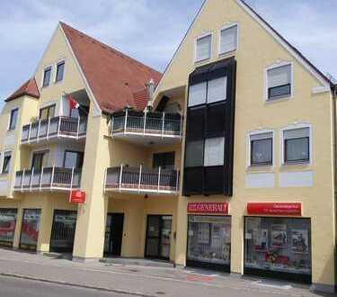 Vollständig renovierte 3-Zimmer-Wohnung mit Balkon und EBK in Aichach