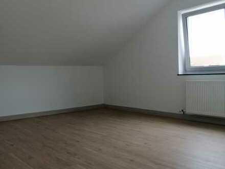 Vollständig renovierte 3-Zimmer-DG-Wohnung mit EBK in Amberg