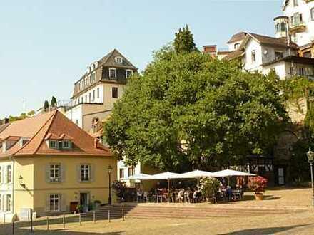 Gemütlich möbl. 3-4 Zi-Altbau-DG-Whg am Marktplatz, öffentl. Parkraum - ohne Lift!