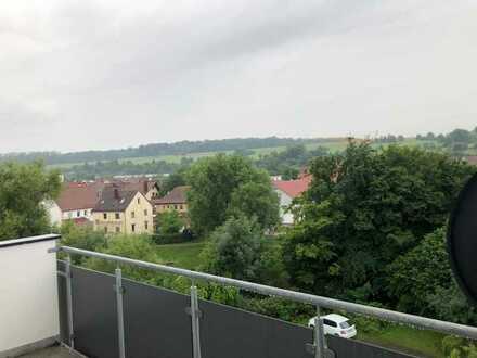 Neuwertige 4-Raum-Dachgeschosswohnung mit Balkon und Einbauküche in Uhingen
