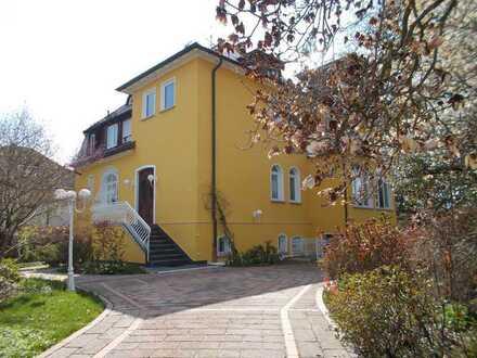 Bestlage S-Degerloch: 3,5-Zimmer EG-Etage in Jahrhundertwendevilla möbliert. Wohnen / Arbeiten / WG