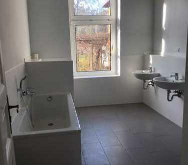 Sanierte 4-Zimmer-Hochparterre-Wohnung mit Terrasse und Gartennutzung in Schöneiche bei Berlin