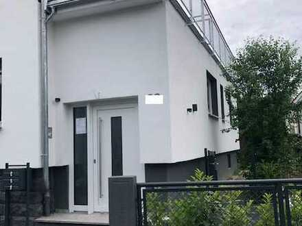 Erstbezug mit EBK und Balkon: exklusive 3-Zimmer-Wohnung in Niederdorfelden