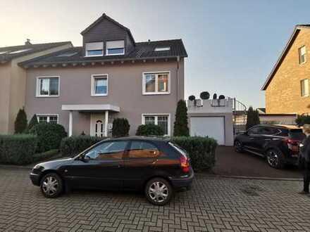 Geräumige große Wohnung in einem Zweifamilienhaus
