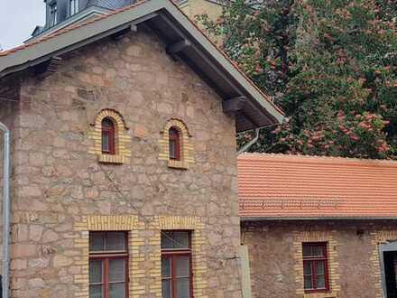 Kleines Torhaus in einem Denkmal-Ensemble zu vermieten