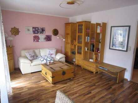 Sehr gepflegte 2-Zimmer-Wohnung mit Balkon und EBK in Fürther Südstadt