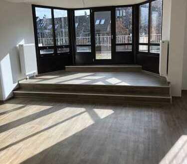 Erstbezug nach Sanierung helle extravagante 2 Zimmer Terrassenwohnung