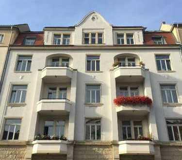 Dresden-Striesen: !Provisionsfrei! Freie und sonnige 3 Zimmer-Dachwohnung in schöner Anlage