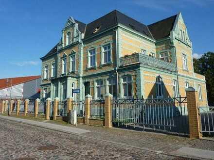 Voll vermietetes Wohn- und Geschäftshaus in verkehrsgünstiger Lage in Grimmen !!!