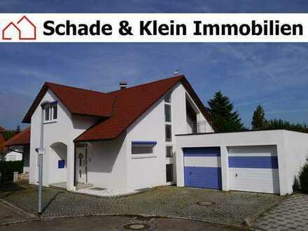 Freistehendes Einfamilienhaus mit Doppelgarage in Ortsrandlage von Owen