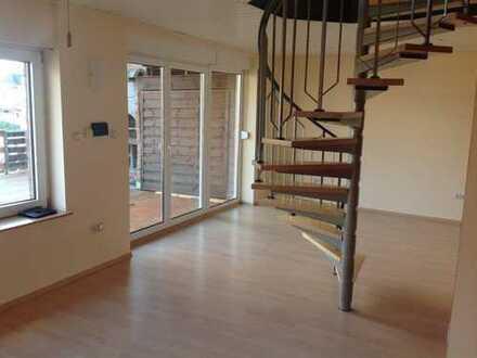 2-Zimmer-Maisonette-Wohnung mit Balkon und EBK in Köln Porz. Ab 1.06.020 frei.