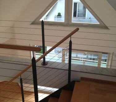 Schöne 2,5-Zimmer-DG-Wohnung in zentraler Lage in Leonberg