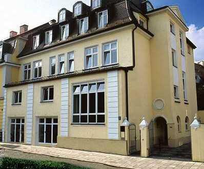 Sehr helle, schöne 5 Zimmer Wohnung mit 2 Balkonen. -Altbogenhausen-
