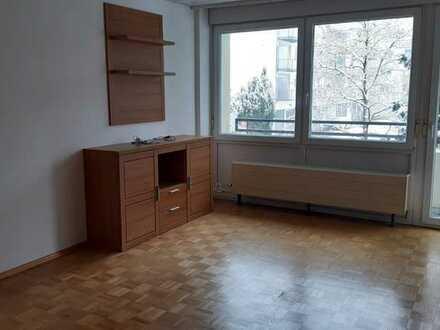 Gepflegte 4-Zimmer-Wohnung mit Balkon und EBK in Augsburg