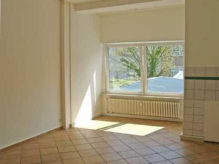POCHERT IMMOBILIEN - Sehr große 2-Zimmer-Wohnung in KL-City / Nähe Mall