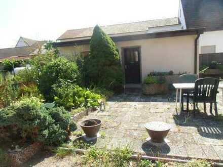 Scheibenhardt: Einzimmerwohnung mit großer Terrasse - teilmöbliert