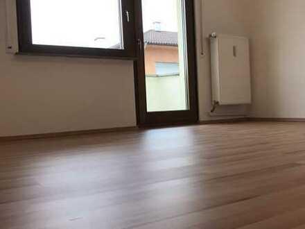 Mitten im Zentrum Pforzheims eine auf den neuesten Stand gebrachte frisch renovierte 2-Zi. Wohnung