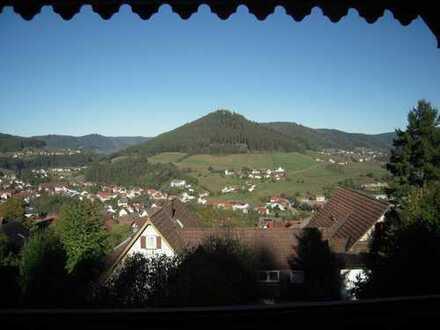 Schöne 2,5-Zimmer-Wohnung mit Balkon und Einbauküche in Baiersbronn